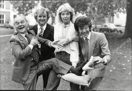 L-r Actor Kenneth Connor Actor Rodney Bewes Actress Susannah York And Dancer Lionel Blair All Staring In Cinderella Pantomime