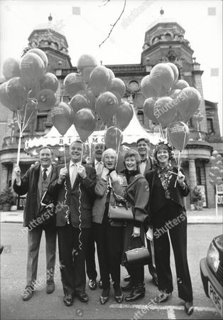 Richmond Theatre Appeal Several Actors Launched An Appeal To Raise Funds For The Refurbishment Of Richmond Theatre. L-r Robert Hardy Anthony Hopkins Sir Michael Hordern Dinah Sheridan Jean Anderson Paul Jones And Susannah York