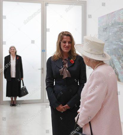 Queen Elizabeth II (R) meets British artist Tracey Emin, as her mother Pamela Cashin (L) watches