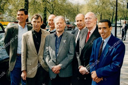 Editorial photo of Athlete Sir Roger Bannister With World Mile Record Holders To Celebrate The 40th Anniversary Of Him Breaking The 4 Minute Mile L-r Jim Ryan Peter Snell Herb Elliot Derek Ibbotson John Landy Sir Roger Bannister And Current Holder Noureddine Morceli