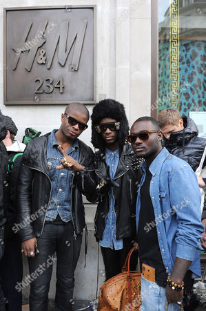 Neco La revolucion-London (C) and friends in the queue outside