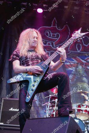 Saxon guitarist Doug Scarratt