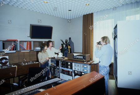 Suzi Quatro and Chris Norman of Smokie with producer Mike Chapman, Cologne