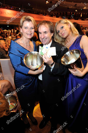 Andrea Spatzek, Chris de Burgh and Magdalena Brezka