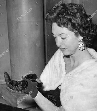 Actress Mrs De Witt Linn Sage Mrs Jack Buchanan .
