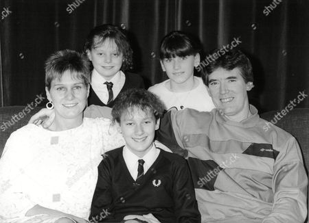 Nadine Woods Rachel Woods Carol Woods And Joseph Woods With 15 Year Old Jayne Morris Who Stars In The Television Programme Good As Gold