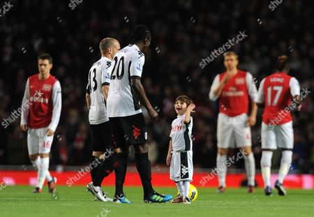 The young Fulham mascot enjoys a chat with Dickson Etuhu before kick off