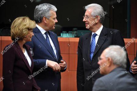 Elena Salgado, Didier Reynders, Mario Monti and Wolfgang Schauble
