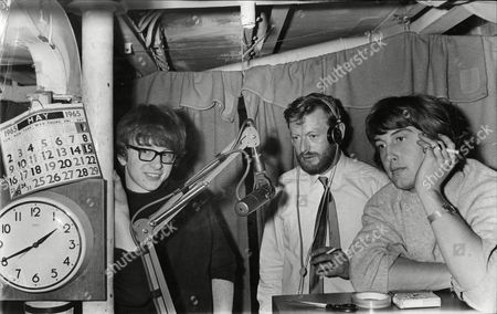 Pop Group / Singers Peter And Gorden At Radio London With News Director Paul Kaye (centre) Peter Asher And Gorden Waller