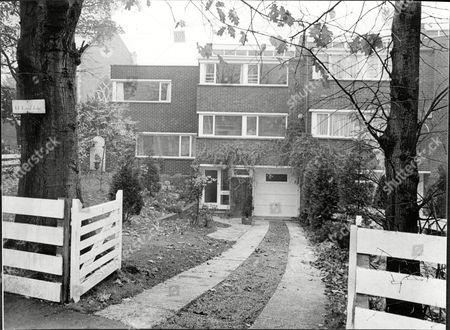 The Home Of Actress Angela Browne St George's Hill Weybridge 1968.