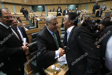 Jordanian Prime Minister Awn Shawkat Al-Khasawneh (C) is greeted after he won the vote of confidence