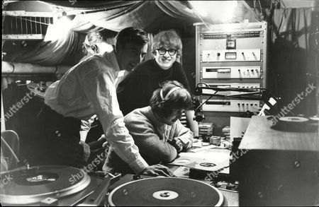 Pop Group / Singers Peter And Gordon With Dj David Dennis In The Studio Aboard Radio London Peter Asher And Gordon Waller