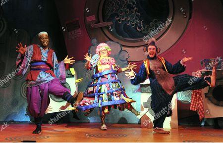 Hammed Animashaun as Aladdin, Shaun Prendergast as Widow Twankey; Steven Webb as Wishy Washy