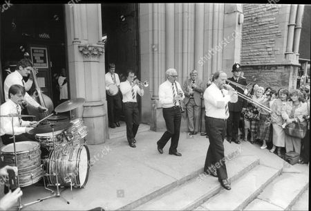 Funeral Of Actress Pat Phoenix At Holy Name Church In Manchester Jazz Band Lead The Coffin From The Church