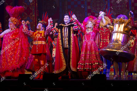 Eric Potts (Sarah the Cook), Kev Orkian (Idle Jack), Sam Attwater (Dick Whittington), Anna Williamson (Alice Fitzwarren) and Dame Edna Everage (Saviour of London)
