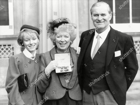 June Whitfield Actress At Buckingham Palace After Receiving Her Obe With Husband Tim Aitchison And Their Daughter Suzy Whitfield / Suzy Aitchison 1985.