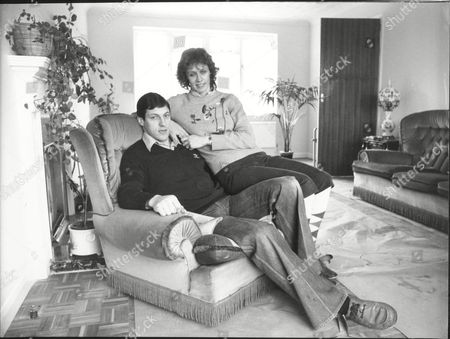 Alan Wells Athlete With Wife Margot Wells At Home In Surrey 1982.