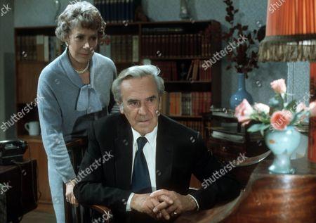 Noel Dyson as Kitty and John Le Mesurier as Geoffrey