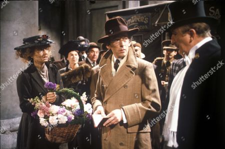 Twiggy as Eliza Doolittle and Robert Powell as Professor Henry Higgins with Ronald Fraser as Colonel Pickering