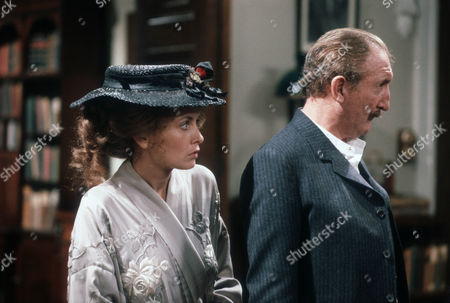Stock Picture of Twiggy as Eliza Doolittle and Ronald Fraser as Colonel Pickering