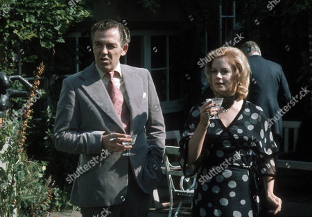 Jack Hedley as Gerald and Mary Ure as Jane Burroughs