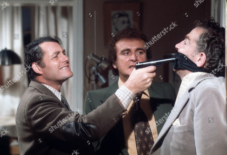 Robert Shaw as Giles, Tony Selby as Crawford and Jack Hedley as Gerald