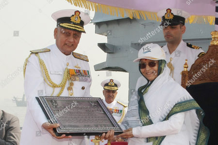 Indian Naval Flag Ships in formation - Indian President Pratibha Patil