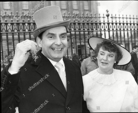 Ray Reardon Snooker Player With Wife Susan Reardon At Buckingham Palace For His Mbe Investiture 1985.