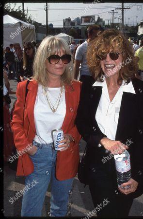 Valerie Perrine and Linda Gray