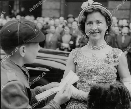 Molly Weir Actress Arrives At Wedding Of Barbara Lyon To Russell Turner (neither Are Pictured) 1956.