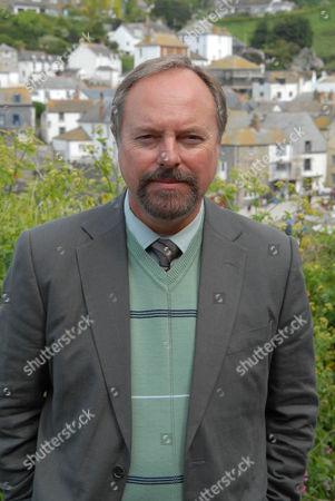 Robert Daws as Gavin Dibbs