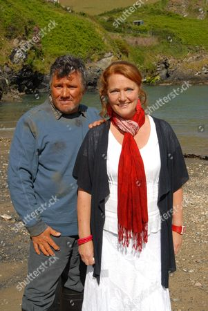 John Duttine as Paul Hale and Louise Jameson as Eleanor Glasson