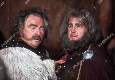 Rupert Davies as Cerdig and Georg Marischka as Yorath