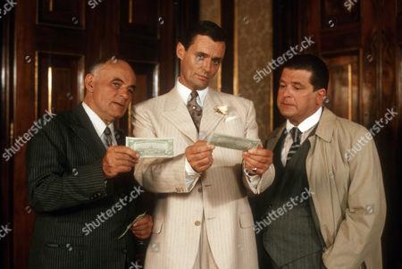Heinrich Schweiger as Max Kranefeldt, Simon Williams as Sir Anthony Rose and Erwin Steinhauer as Inspector Zaunert
