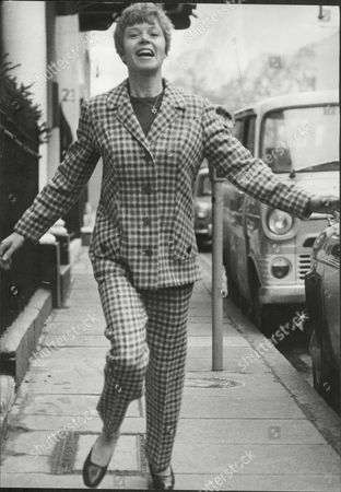 Shani Wallis Actress Runs In Street- She Is To Play Nancy In Film Of Oliver! 1967.