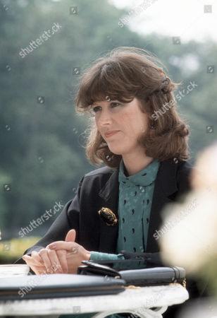 Alison Skilbeck as Helen