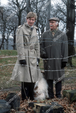 Dominic Jephcott as DS Hobson and Keith Marsh as Harry