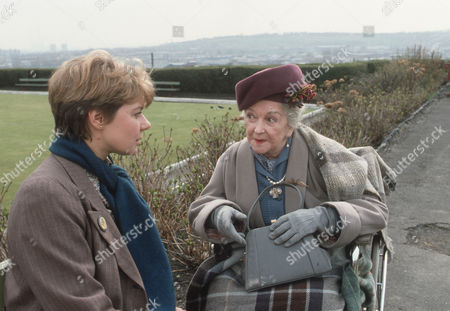Barbara Flynn as Jill Swinburne and Beryl Reid as Sylvia