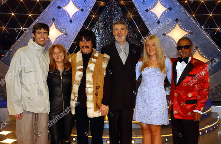 Left to Right:Noel Gallagher(David O'Toole), Suzi Quatro(Angie Maddick) Peter Starstedt(Pete East) Geri Haliwell(Pamela Gilmore) and Ray Charles(George Dixon) with host Matthew Kelly