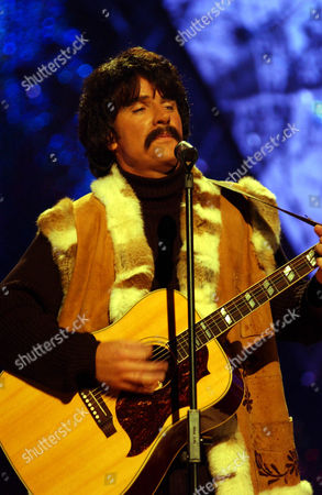 Pete East performs as Peter Sarstedt