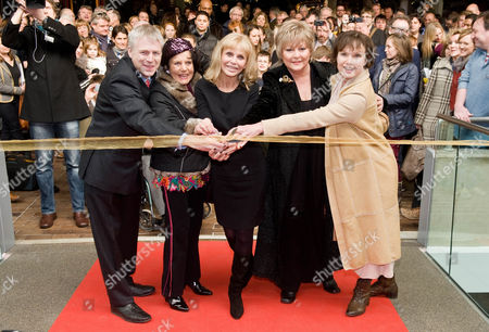 Ralph Montague with former Bond girl's Eunice Gayson, Britt Ekland, Jenny Manley and Madeline Smith