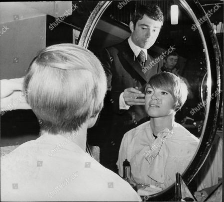 Shani Wallis Actress Has Hair Styled By Vidal Sassoon At His Mayfair Salon 1967.