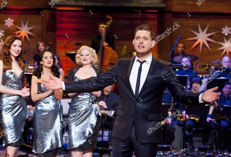 Michael Buble with The Puppini Sisters - Stephanie O'Brien, Marcella Puppini and Kate Mullins