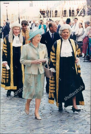 Anniversaries V.i.e Day 50th Anniversary (ve Day) 1995 Victory In Europe Day Queen Elizabeth II With Dame Betty Boothroyd At Westminster