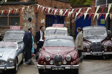 Charlie Creed-Miles as Teddy Samuels and Shaun Evans as DC Endeavour Morse with Mk 1 Jaguar