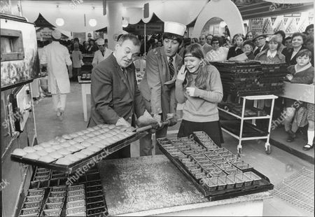 Daily Mail Ideal Home Exhibition At Olympia 1970 Actor's Derek Nimmo And Patrick Wymark At Exhibition