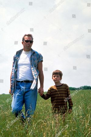 Stock Picture of A Perfect World,  Kevin Costner,  T J Lowther
