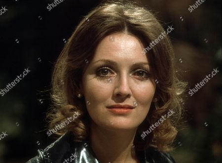 Sarah Badel as Peg