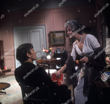 Laurence Carter as Oliver and Judy Campbell as The Lady