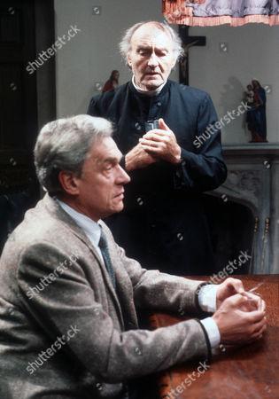 Paul Scofield as James Callifer and Maurice Denham as Father William Callifer
